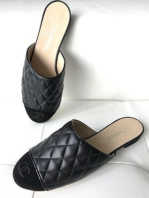 "18A CHANEL BLACK QUILTED LEATHER CC LOGO SUEDE CAPTOE SLIDES ""SAMPLE"" FLATS 38"