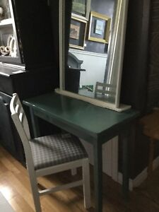 Jade vanity with mirror and chair