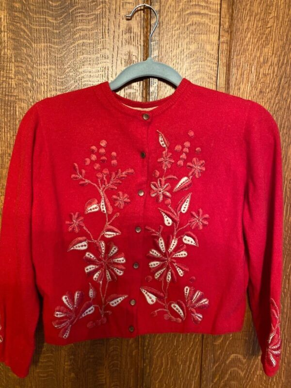 HELEN BOND CARRUTHERS RED CASHMERE W/ APPLIQUE SWEATER All Original buttons Smal
