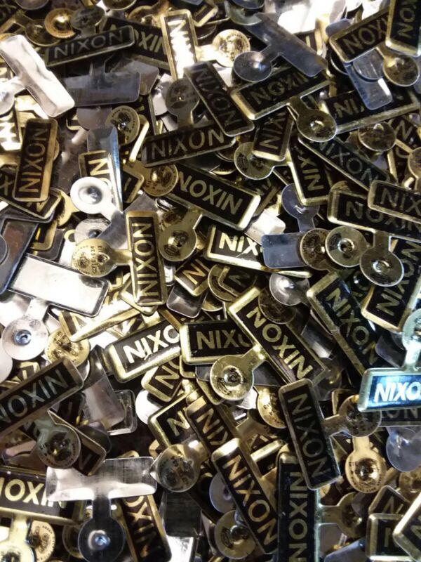 LARGE LOT OF 300 Richard Nixon Metal Presidential Political Campaign Pins
