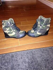 Size  7 brand new army wedges Cambridge Kitchener Area image 1