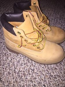 Youth size 3 timberlands, very good condition