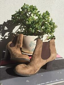 Spunky cowgirl style boots Mountain Creek Maroochydore Area Preview