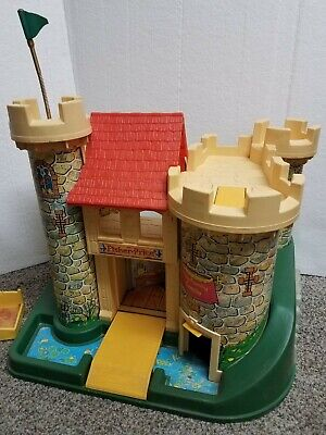 Vintage Fisher Price Little People Play Family Castle #993 w/ few accessories