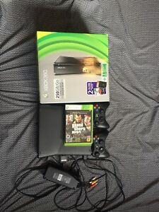 XBOX 360 in perfect condition (comes with games and controllers)