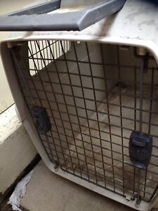 Pet carying cage $25 very clean Oshawa