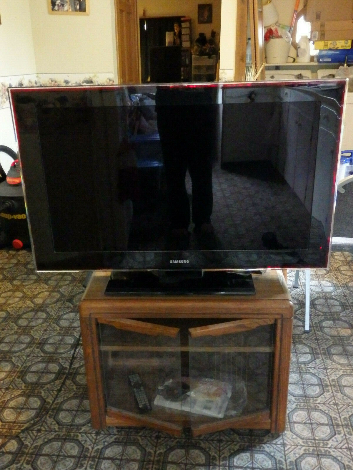 Samsung LCD HDTV LN40A750 - 1080p, With DNLA, 120 Hz And Red Infused Bezel!