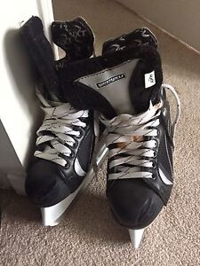 Size JR5 hockey skates