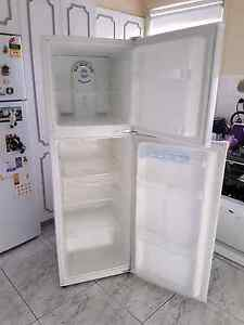 Daewoo 221l fridge freezer St Clair Penrith Area Preview