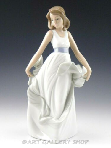 "Nao By Lladro Figurine 10-3/8"" TALL WALKING ON AIR GIRL #1343 Retired Mint"