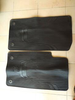 VF GENUINE COMMODORE WAGON SET OF 3 FLOOR MATS IN BLACK