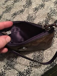 Perfect condition wristlet London Ontario image 3