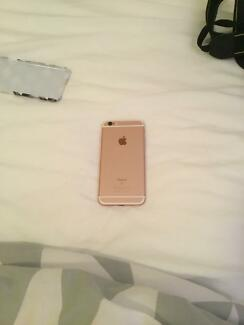 Rose gold Iphone 6s 16gb almost brand new