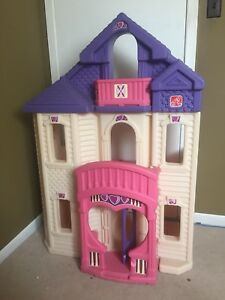 Large Step 2 Doll House