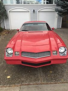 1981 Camaro Berlinetta RED LEATHER V8 (305)