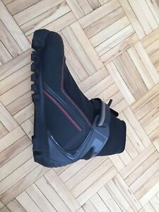 Cross country ski boots new size 8 women
