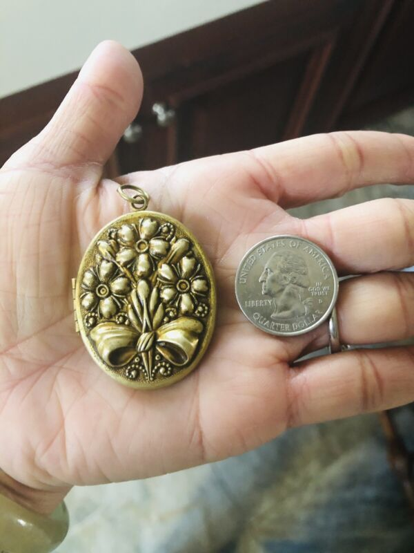 Vtg Antique Carved 3D Flowers Bow Oval Large Locket Pendant Brass/Gold Tone