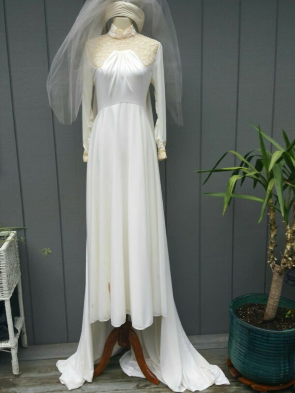 Vintage Bianchi Boutiques Long Sleeve Bead Wedding Dress & Veil w/8