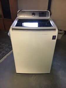 Samsung, top loading washing machine. Located in chatham kent