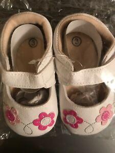 NEW - Baby shoes - size 3 months