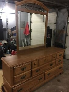 Gorgeous solid oak bedroom set queen /double