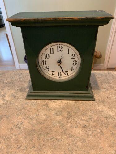 Mantle / Shelf Clock