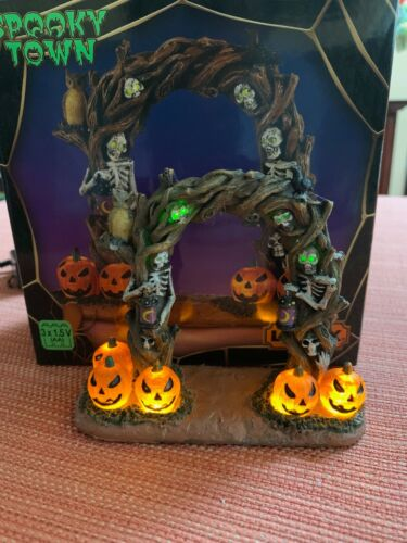 """Lemax Spooky Town """"Horror Arch"""" Brand New, Lighted Accessory"""