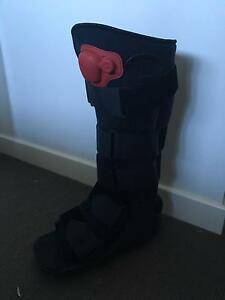 Medium Moon boot worn twice Aspendale Kingston Area Preview