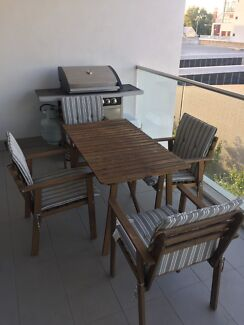 Table and chairs/ outdoor furniture