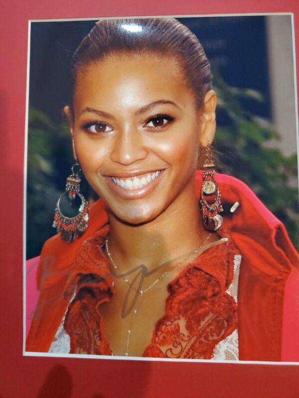 Beyonce Signed 8x10.Pic comes with matte.