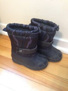 Size 6 Toddler Boy's Winter Boots
