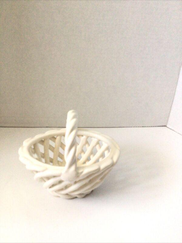 Lattice Oval Basket White Small