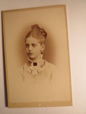 Wien - schönes Mädchen mit Zopf - Ohrringe - Portrait / CDV