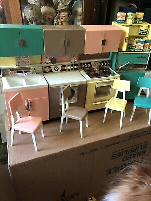 1960's Vtg Barbie Deluxe Reading Kitchen Set | w/Appliances, Chairs, Food