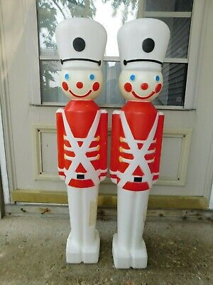 VINTAGE PAIR OF 1987 UNION PRODUCTS TOY SOLDIER BLOW MOLDS