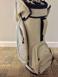 Sac et bâtons de golf de marque Adams pour femmes