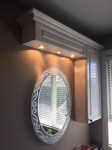 Armoire + vanité de salle de bain + miroir