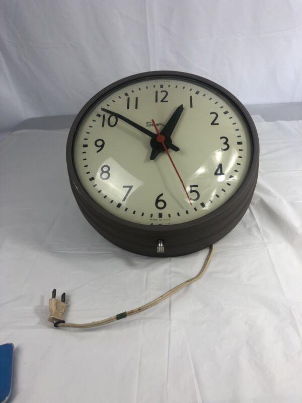 "Vintage Art Deco Simplex Industrial School Electric Clock 507-042 11"" dia WORKS!"