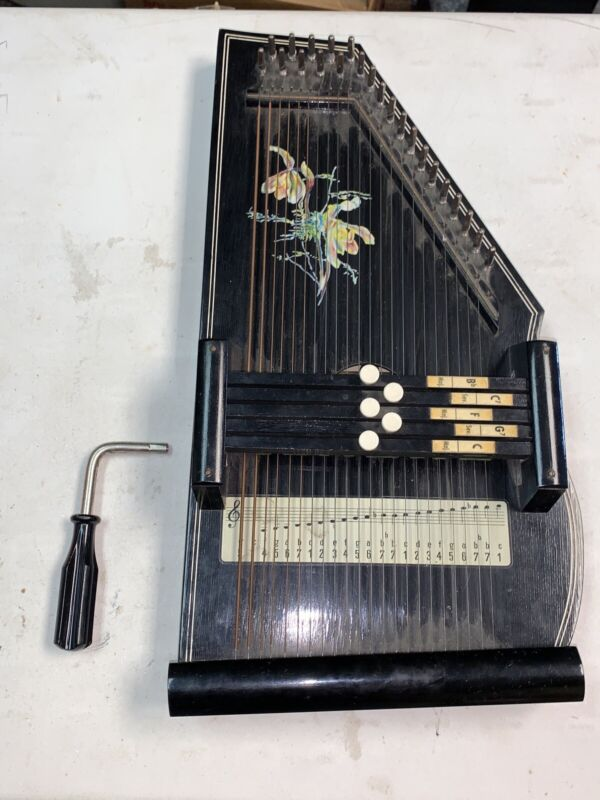Auto Harp Marke Fomen with Tuner, Made in Western Germany - Rare Vintage