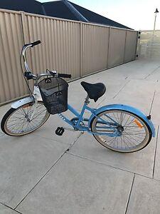Retro bike with basket Baldivis Rockingham Area Preview