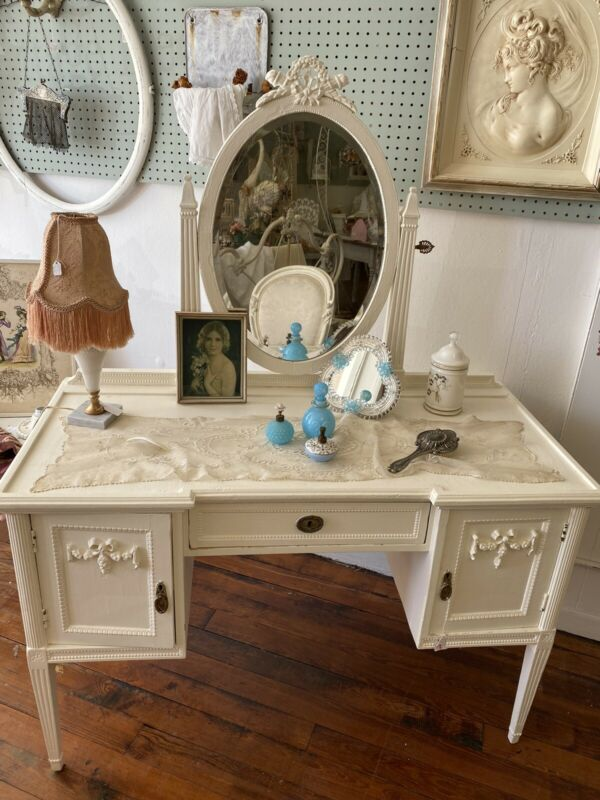 Beautiful Antique Shabby Chic French Creamy Ivory Vanity With Mirror