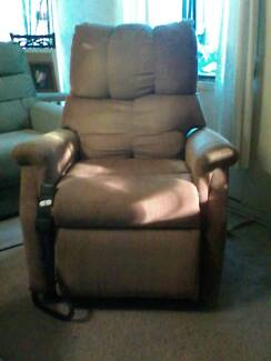 Electric Mobility Lift Chair in Good condition