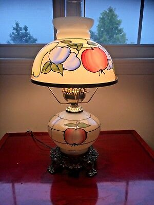 Motif Hurricane - VINTAGE HURRICANE TABLE LAMP  GWTW WITH GLASS FRUIT MOTIF HAND PAINTED!