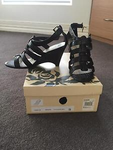 Giovanna wedge, 7.5, chocolate croc, great condition Berwick Casey Area Preview
