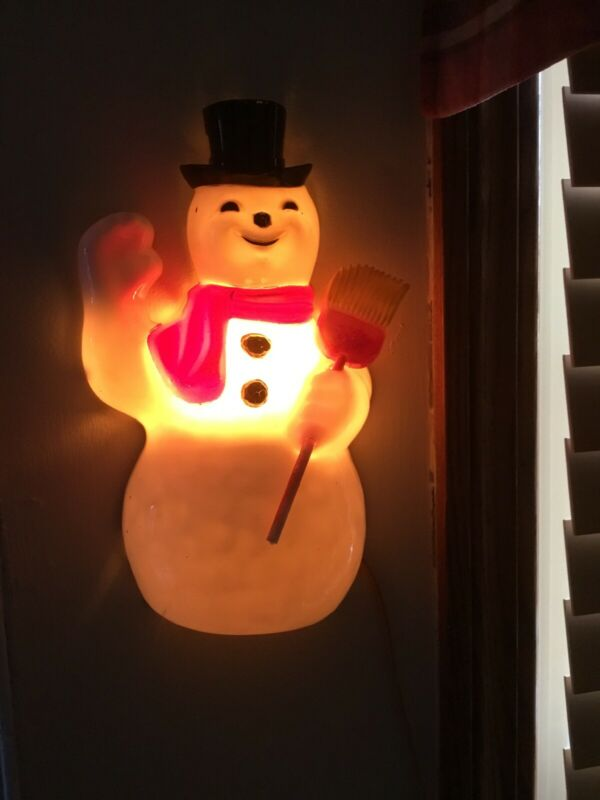 1950'S PARAMOUNT LIGHTED SNOWMAN PLASTIC CHRISTMAS Tin Back ~ Hang Or Stand RARE