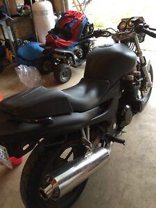 Kawasaki ZR7 for sale.
