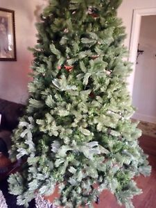 Beautiful High End 9 Ft Xmas Tree Missing Adapter For Lights