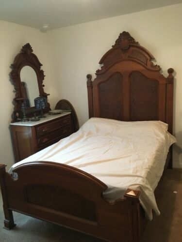 Victorian Walnut Full Size Bed