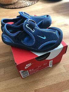 Nike Sunray Protect sandals / water shoes for toddler 8