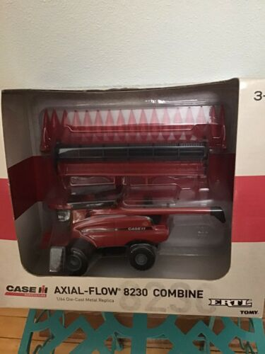 1/64 Ertl Case IH 8230 Combine with Heads